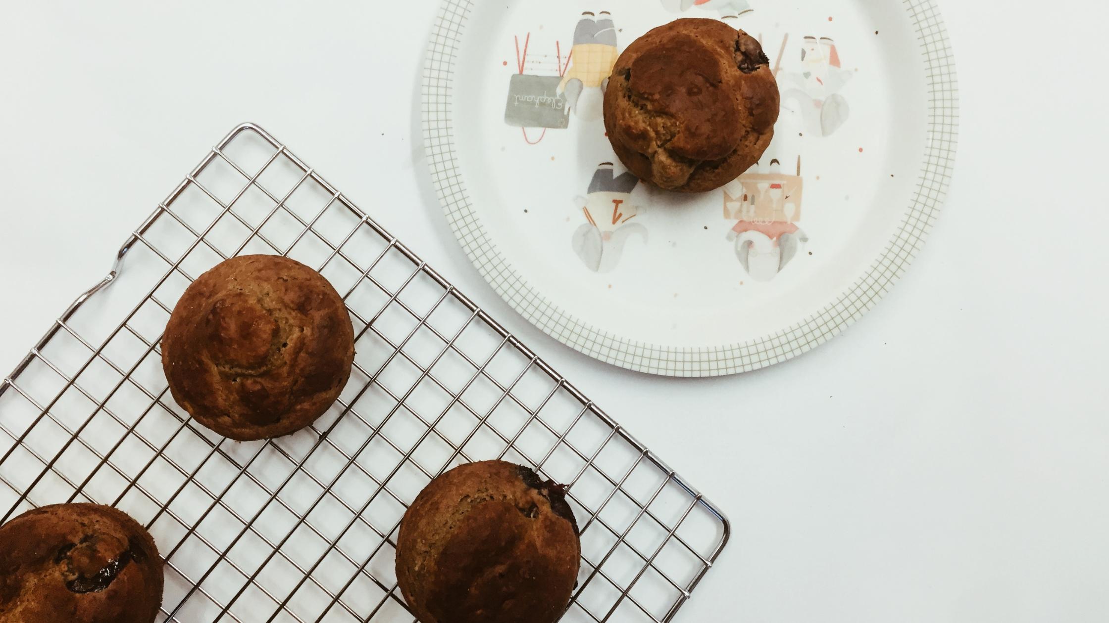 muffins de banana e mirtilos